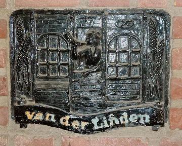 Gevelsteen Van der Linden Markt 19
