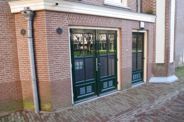 Een van de deuren van het hoofdgebouw in 2016. Of dit de bewust deur is, kan Niek koning zich niet herinneren.